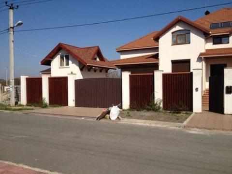 Нормативное асстояние должно быть между частными домами